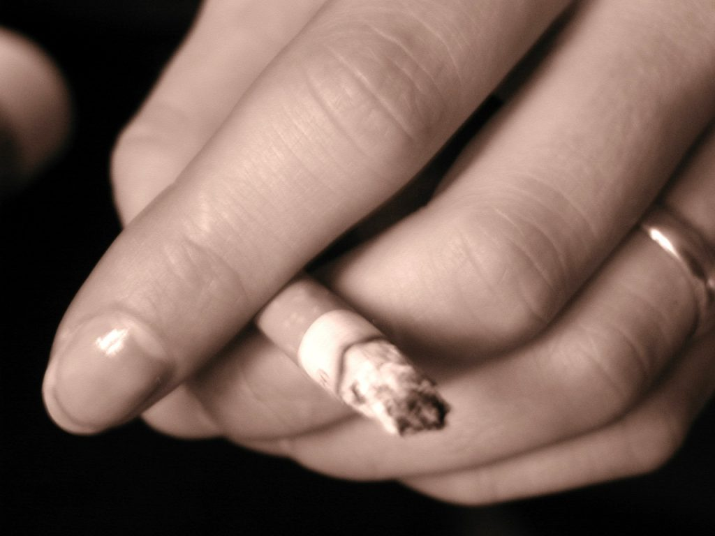 Pregnant Women Can Earn £300 of Shopping Vouchers if They Quit Smoking 2