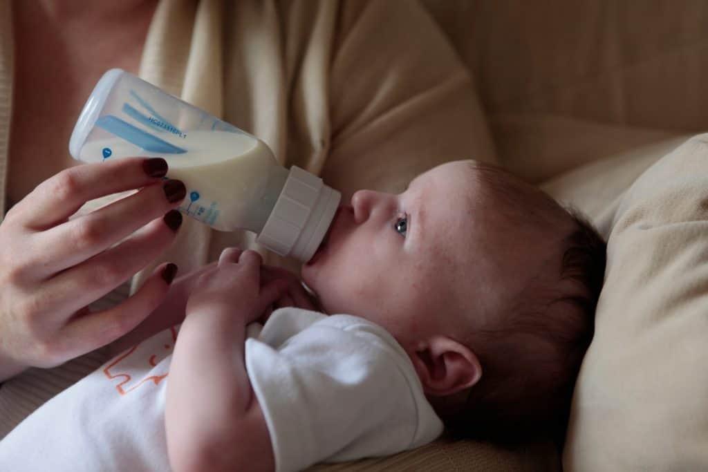 Breastfeeding versus bottle feeding?